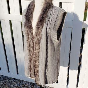 Bandolino Vegan Fur Chunky gray knit sweater vest